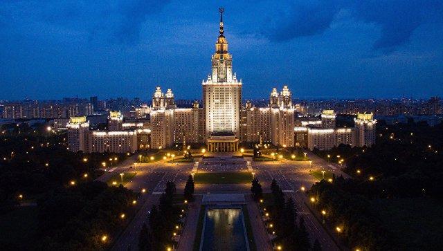 Здание Московского государственного университета имени М.В. Ломоносова в Москве. Архивное