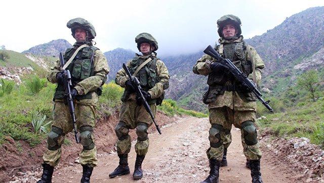 Военнослужащие российской армии во время учений в Таджикистане