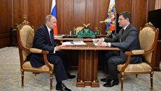 Президент РФ Владимир Путин и министр энергетики РФ Александр Новак во время встречи в Кремле. 25 июля 2016