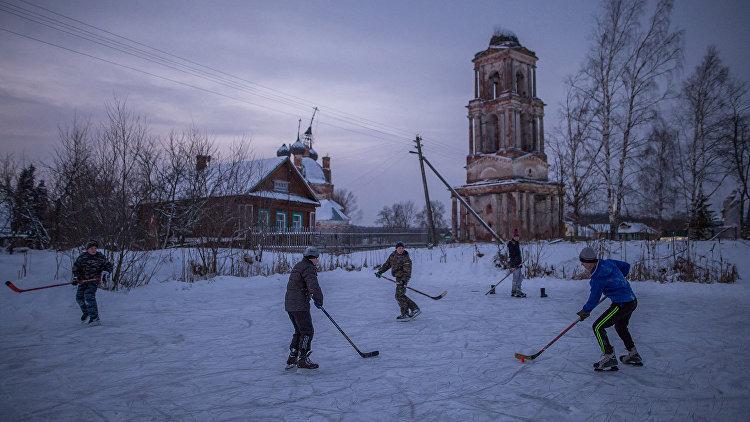 Уличный хоккей. Село Ширинье, Ярославская область.