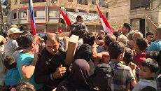 Сирийцы в Алеппо расталкивали друг друга в очереди за гумпомощью из России