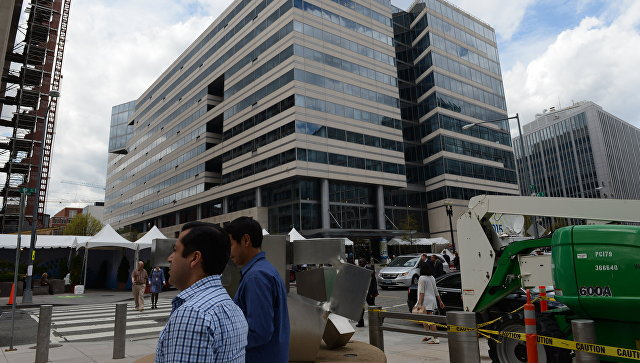 У здания Международного валютного фонда в Вашингтоне