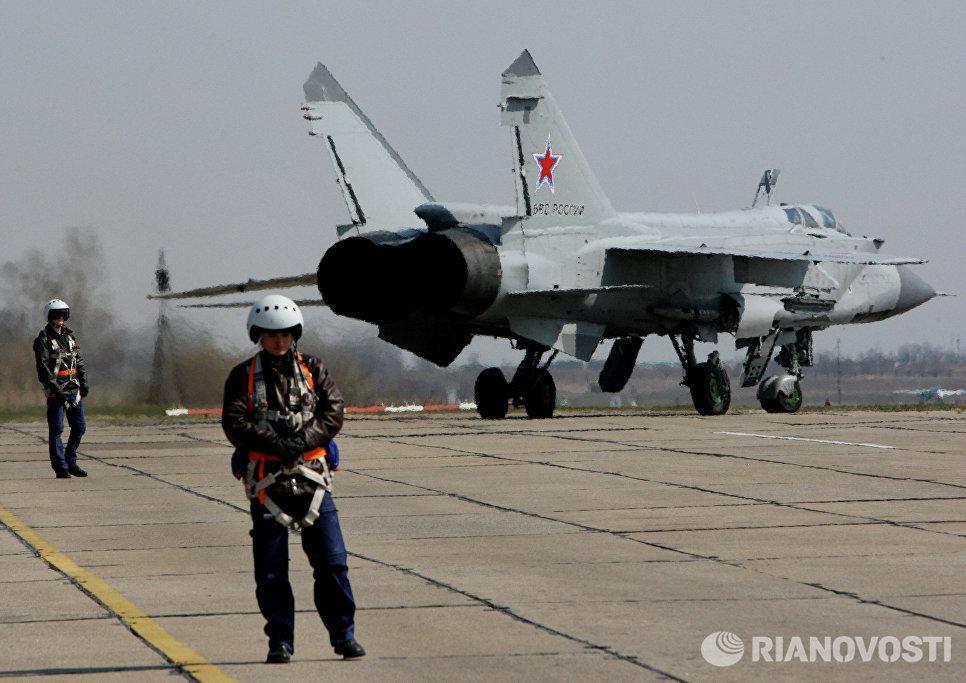 Истребитель Миг-31 готовится к взлету