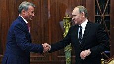 Президент России Владимир Путин и президент, председатель правления Сбербанка России Герман Греф во время встречи в Кремле. 4 августа 2016