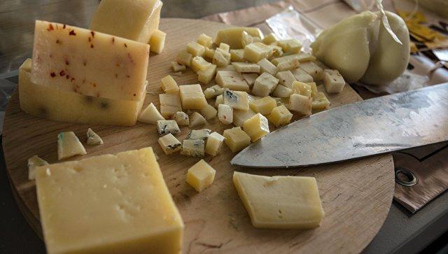 Сырная продукция на сырном фестивале. Архивное фото