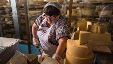 Участница сырного фестиваля в Истринском районе Московской области. Архивное фото