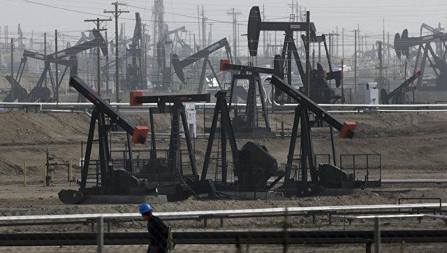 Нефть дешевеет на данных по добыче в США
