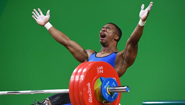 «Золотой» медалист Олимпиады: Колумбийский тяжелоатлет Фигероа