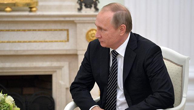 Президент России Владимир Путин во время встречи в Кремле с президентом Армении Сержем Саргсяном. 10 августа 2016
