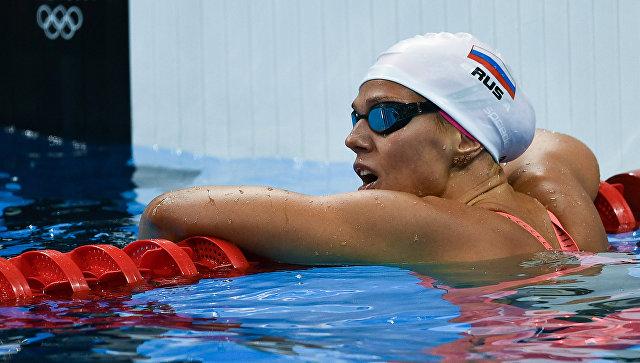 Пловчихе Юлии Ефимовой подарят необычайный золотой смартфон