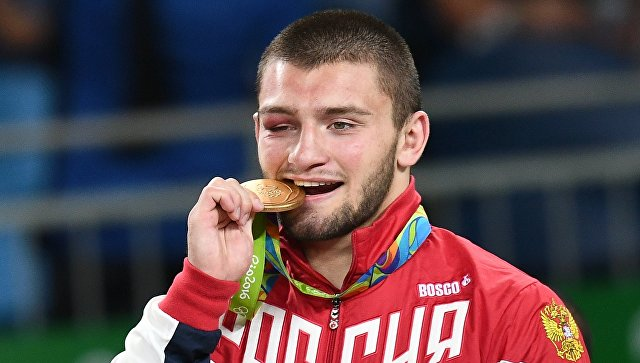 Борец греко-римского стиля Семенов вышел в1/8 финала Олимпиады
