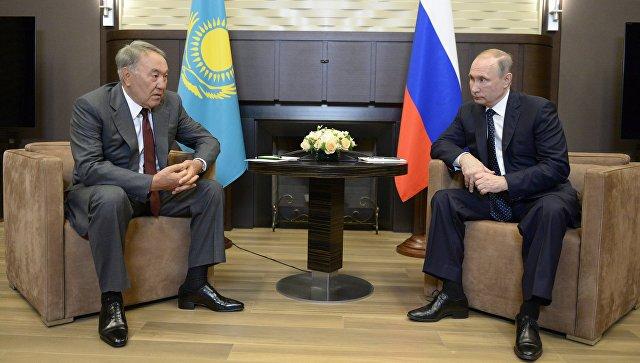 Президент России Владимир Путин и президент Казахстана Нурсултан Назарбаев во время встречи в резиденции Бочаров ручей Сочи. 16 августа 2016
