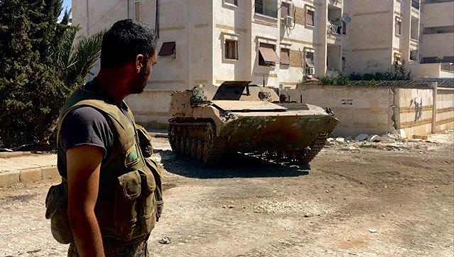 Бойцы сирийской армии при штурме военных училищ на юго-западе Алеппо