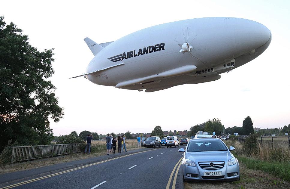 Запуск воздушного судна Airlander 10 на аэродроме в Великобритании