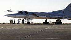 Дальние сверхзвуковые бомбардировщики-ракетоносецы Ту-22 М3 на авиабазе Хамадан в Иране. Август 2016. Архивное фото
