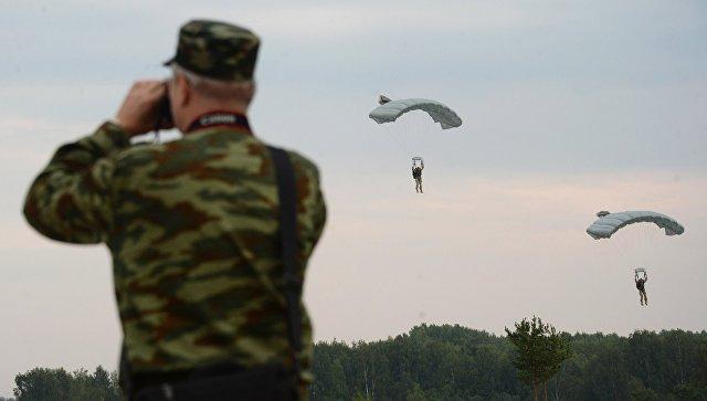 Десантирование во время учений ОДКБ в Псковской области. Архивное фото