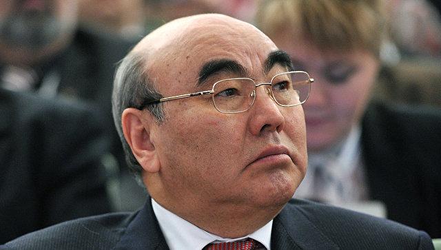 Бывшего президента Киргизии закидали яйцами в Германии