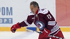 Министр обороны РФ Сергей Шойгу во время хоккейного матча. Архивное фото
