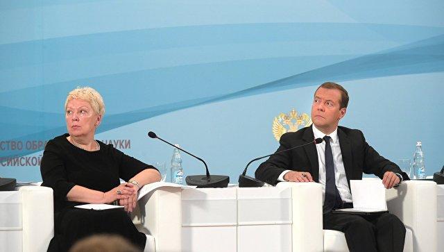 Новый министр образования и науки РФ Ольга Васильева (слева)