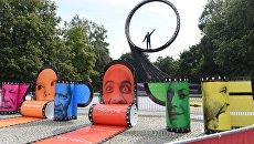 Оформление у кинотеатра Заря в дни проведения российского фестиваля короткометражного кино Короче в Калининграде