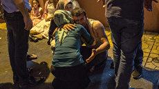 Родственники погибших в результате взрыва в турецком городе Газиантеп. 20 августа 2016