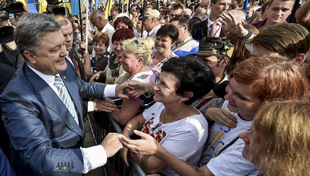 Опрос: Три четверти украинцев недовольны деятельностью Порошенко