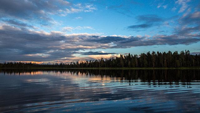 Закат на озере. Архивное фото