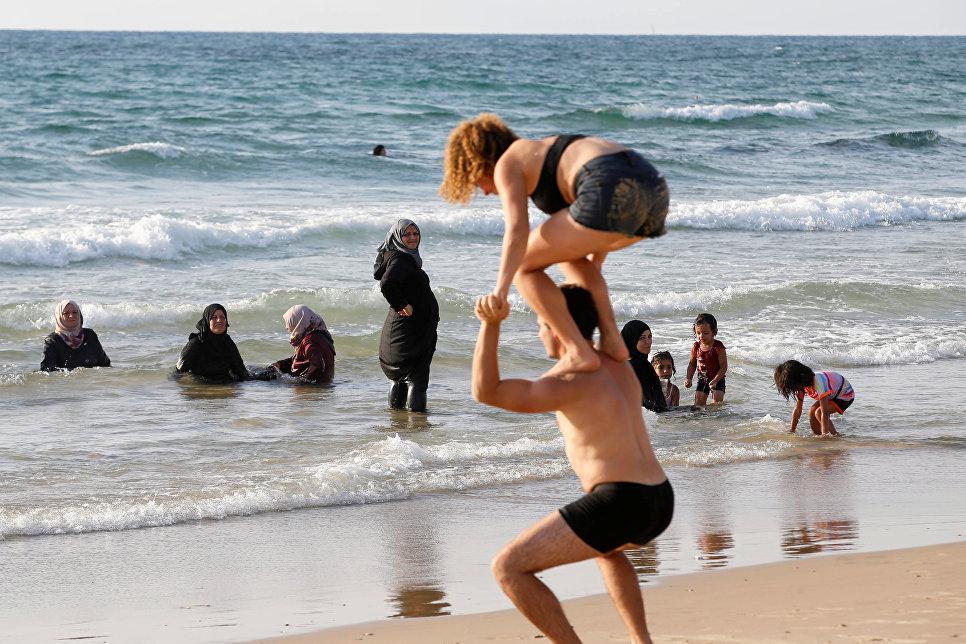 Половина граждан России непротив хиджабов вшколах
