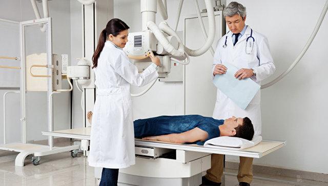 Пациент в кабинете для рентгена