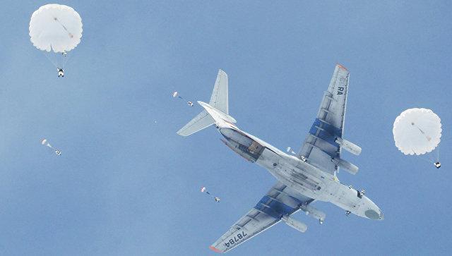 Военно-транспортный самолет Ил-76. Архивное фото