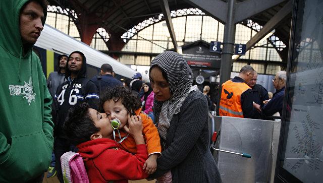 Беженцы из Сирии на железнодорожной станции в Копенгагене. 2015 год. Архивное фото