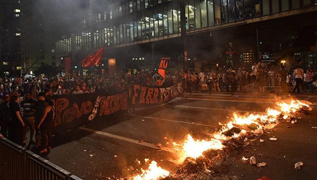 ВСан-Паулу противники импичмента Руссефф разгромили строение банка