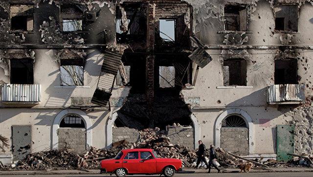 Разрушенное здание в Углегорске, Украина. Архивное фото