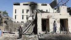 Место взрыва автомобиля у здания гуманитарной организации CARE в Кабуле, Афганистан. Архивное фото