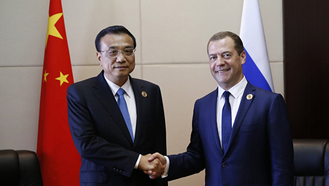 Медведев обсудил скитайским коллегой подготовку его визита вРФ