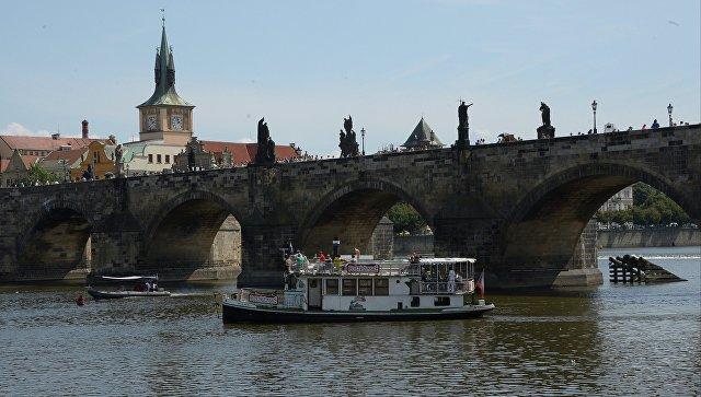 В Чехии правительству поручили выступить против миграционных квот ЕК