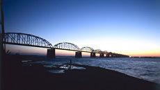 Мост через реку Амур. Архивное фото