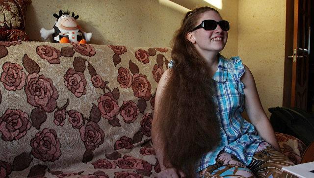 Чтобы не потерять зрение, Лизе необходимы видеоувеличители и специальные очки