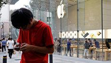 Покупатели в ожидании старта продаж iPhone 7 у магазина Apple в Токио, Япония. Сентябрь 2016