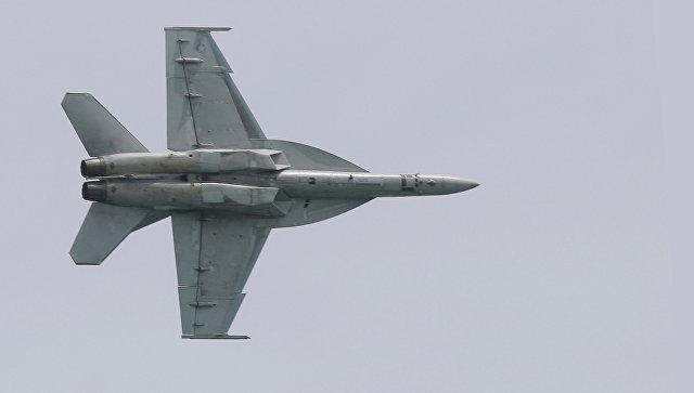Истребитель F-18, архивное фото