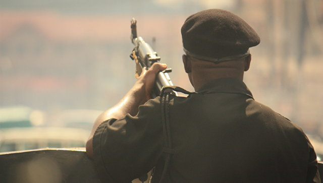 Вооруженный солдат в Нигерии