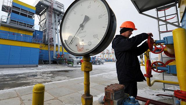 Работник Нафтогаза на газокомпрессорной станции Бобровницкая Черниговской области, Украина, архивное фото