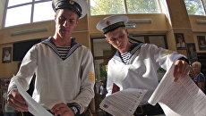 Кадеты Нахимовского военно-морского училища во время выборов в Севастополе