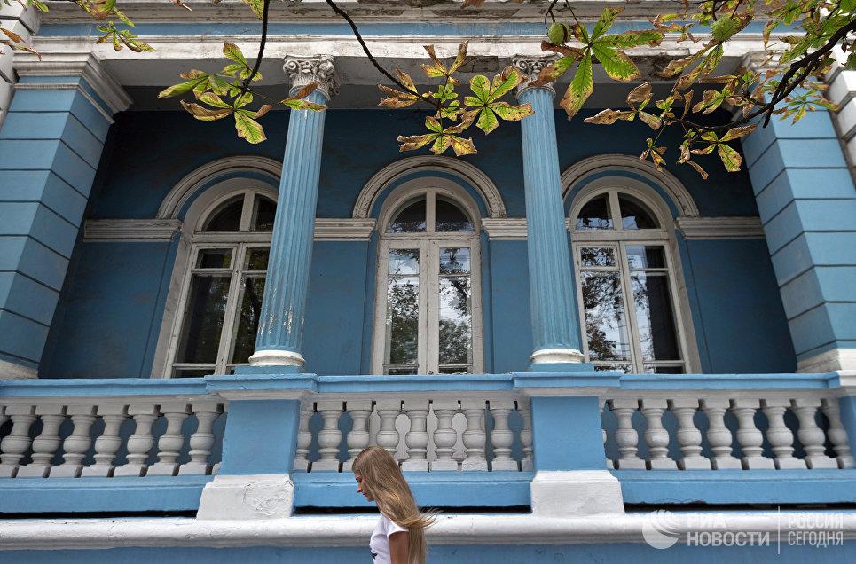 Старинное здание на улице Ленина в Симферополе