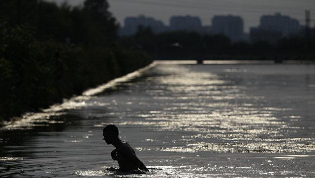 Cотрудники экстренных служб столицы залето подоспели напомощь 143 купающимся