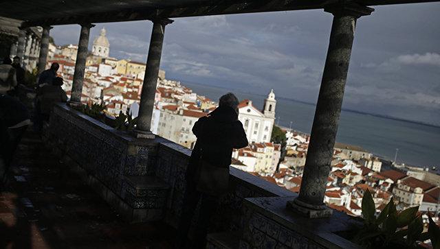 Вид на Лиссабон, Португалия. Архивное фото