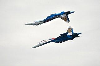 Многоцелевые истребители Су-27 пилотажной группы Русские Витязи на международной выставке Гидроавиасалон-2016 в Геленджике