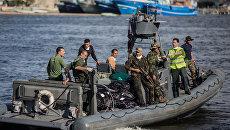 Спасательная операция на месте крушения судна с нелегальными мигрантами. Архивное фото