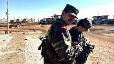 Бойцы Сирийской арабской армии (САА) в освобожденном от террористов городе Шейх-Мискин в сирийской провинции Дераа