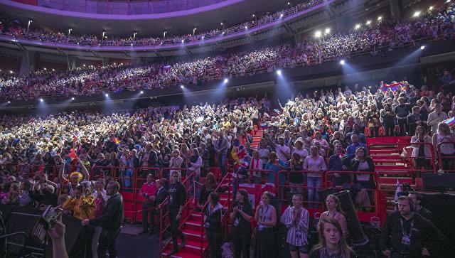Зрители во время конкурса Евровидение. Архивное фото